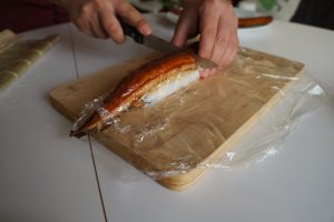 cutting-dragon-roll-suhsi